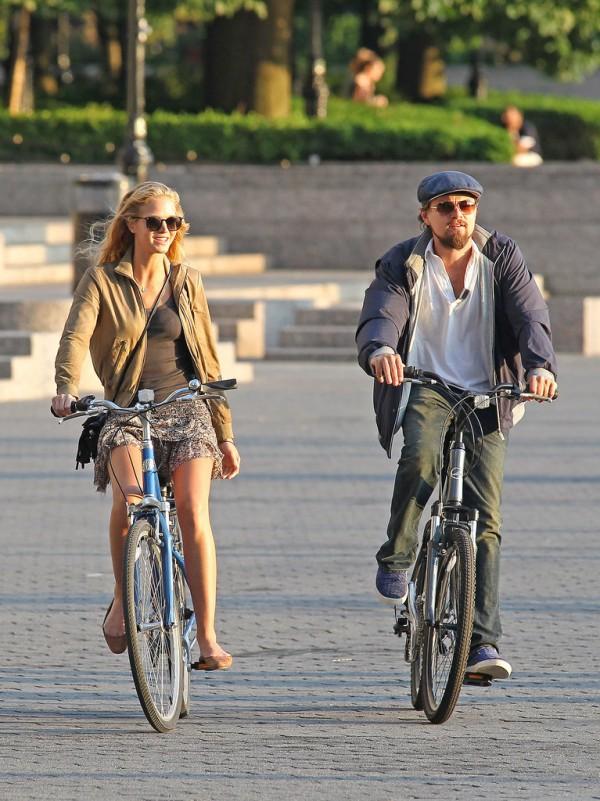 http://www.popsugar.com/celebrity/Celebrities-Bikes-Photos-30838691#photo-30843714