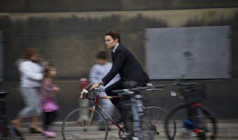 カゴ付きクロスバイクで通勤も通学も快適に!カゴ付きのメリットは?