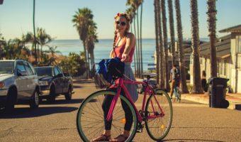 クロスバイクに合うファッションで夏を満喫!流行のスタイルを紹介。