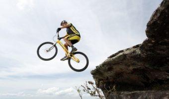 自転車を自在に操るバイクトライアル。スリリングな動画もご紹介