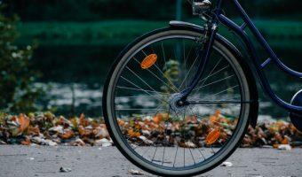 自転車に反射板は取り付けるべき?法律で義務付けられてる装備品とは