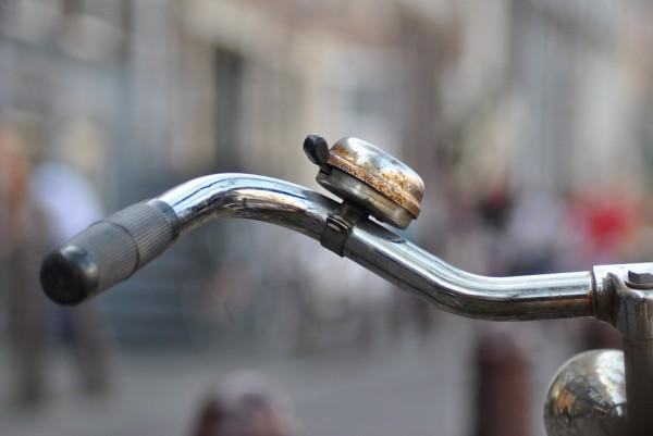 ロードバイクにもベルを取り付ける義務があることをご存知ですか?