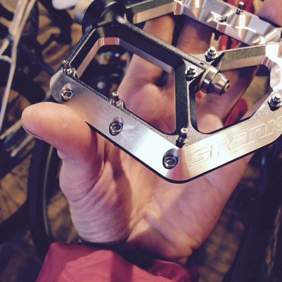https://shouldersofgiants.com/2016/03/01/flat-pedals-vs-clips/