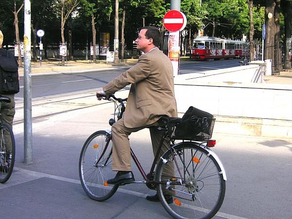 自転車用「ウィンカー」で、おしゃれに安全をつけてみませんか?