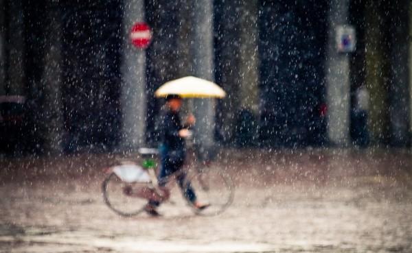 雨の日のクロスバイクは問題が山積み?快適に走行するための対策とは