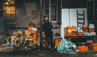 クロスバイクの荷物はどうやって運ぶ?バッグ派もキャリア派も必見!