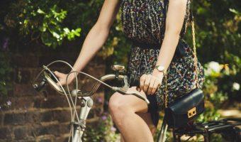 自転車でもおしゃれなファッションが楽しめる!おすすめのウェアとは