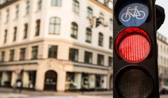 見逃せない自転車の信号無視!見ていた子供に与える影響と危険性