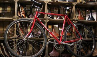 赤いロードバイクが激アツ!目立ったもん勝ちの自転車大人気カラー